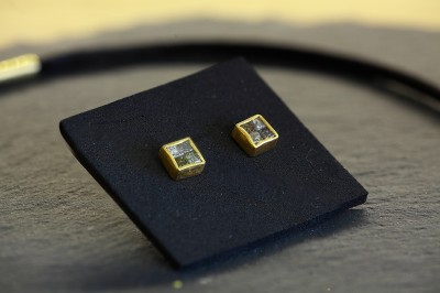 Ohrringe-mit-Rohdiamanten